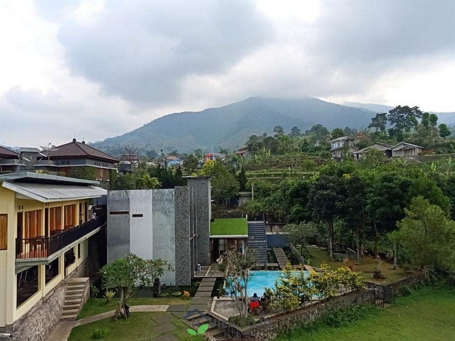 villa agus bukit danau puncak