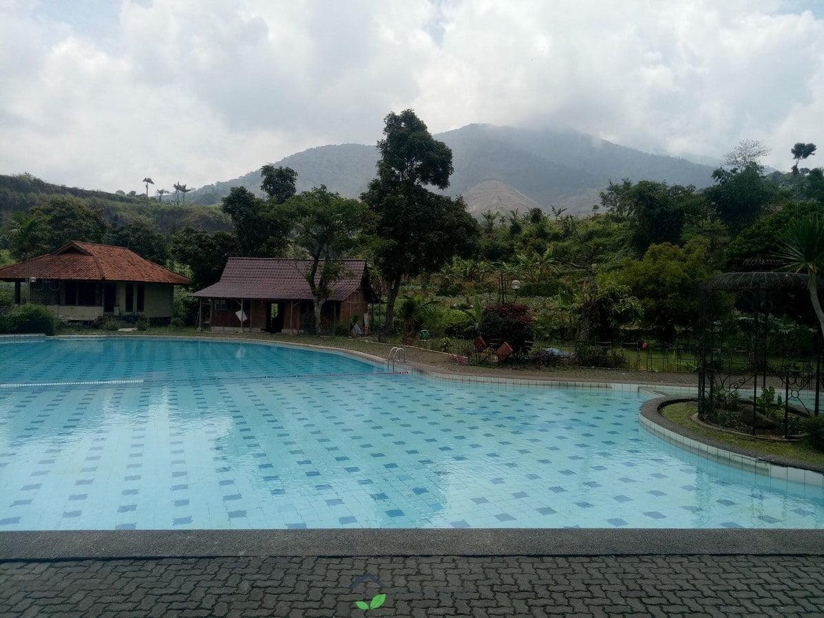 villa ageung bukit danau puncak